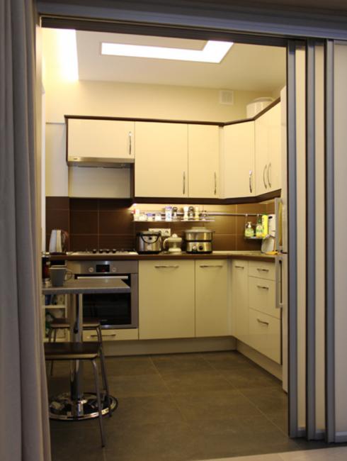 Даже без кардинальных изменений кухня в хрущевке может быть функциональной