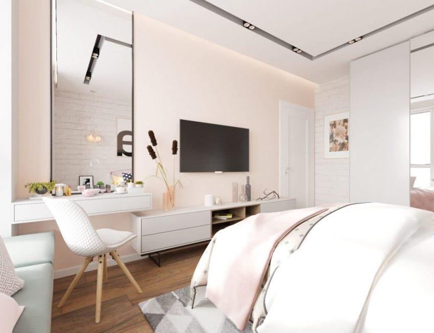 В спальне предусмотрена плазма, большое зеркало и будуарный столик