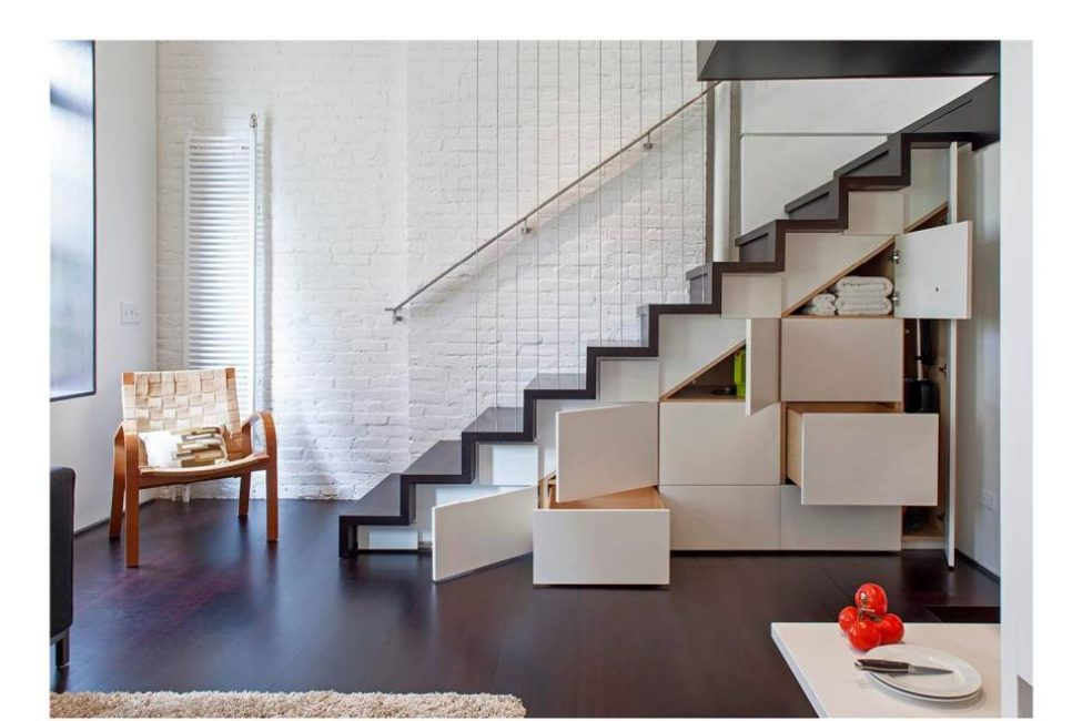 Пространство под лестницей также не должно «гулять»