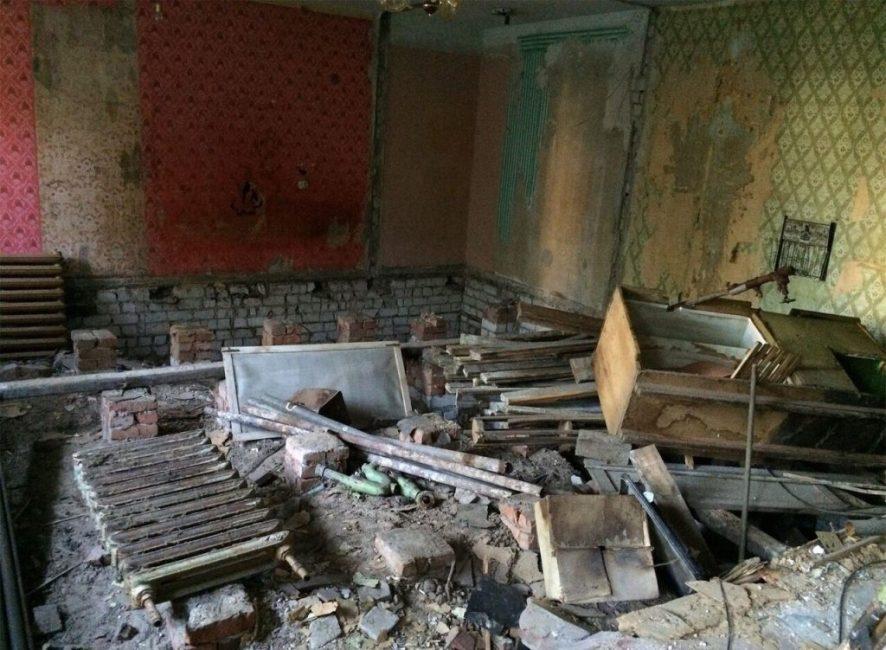 """На первом этапе ломали стены и превратили квартиру в """"свалку"""""""