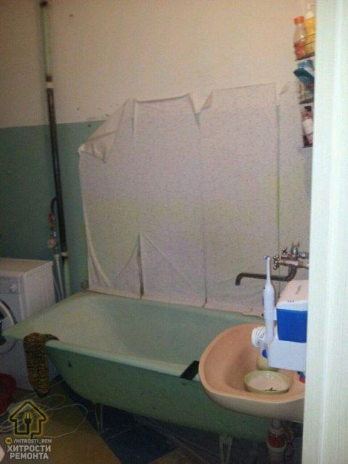 В нем помещалась чугунная ванная, рукомойник и стиральная машина. С горем пополам там мог поместиться и человек