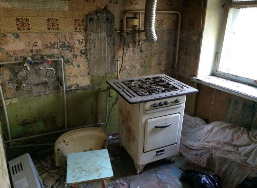 Ломать все было совсем не жалко, так как квартира была в плачевном состоянии