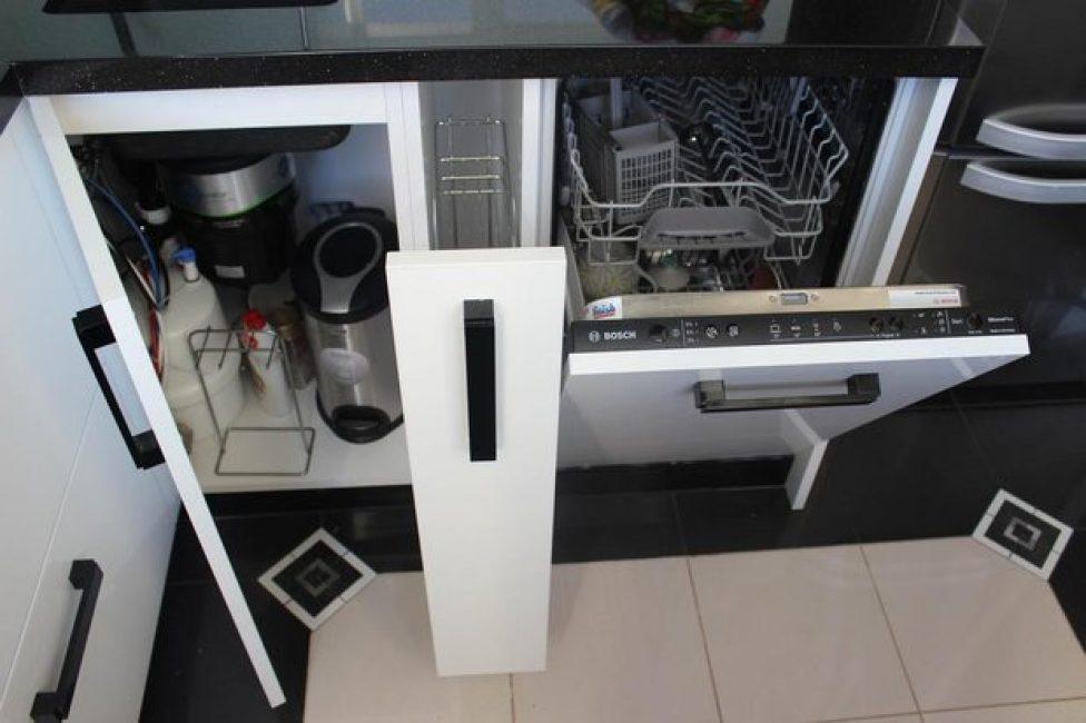 Поместилась даже небольшая посудомойка. Идеально решение для маленькой семьи