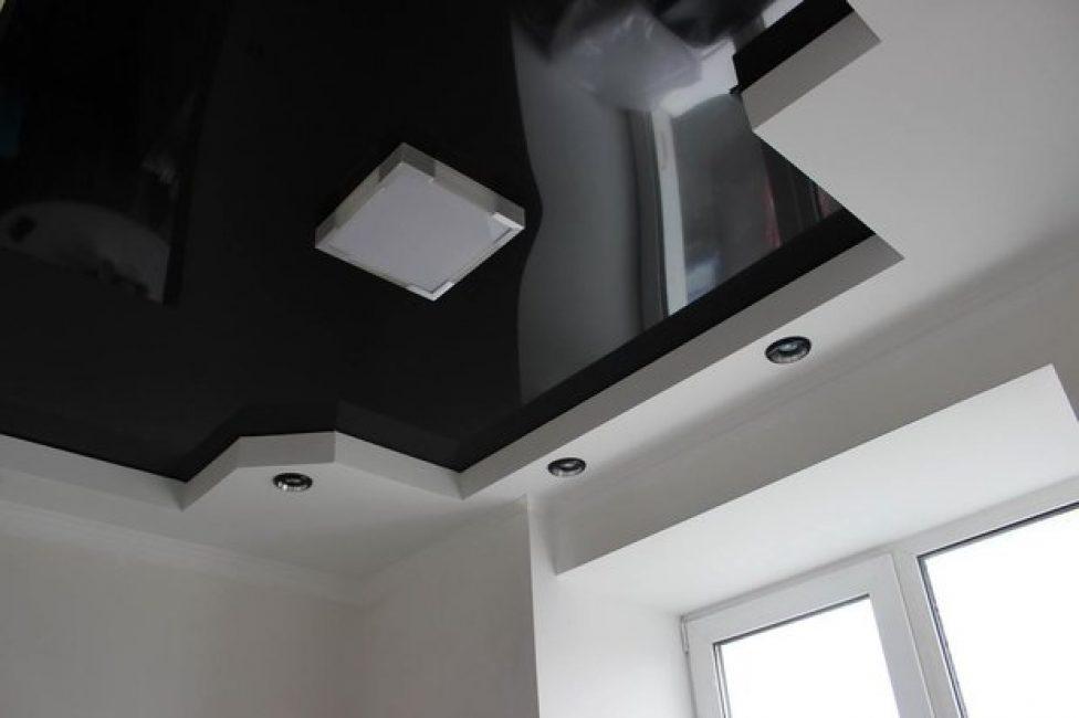 Потолок — подвесной в комбинации с натяжным глянцевым