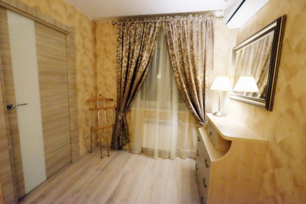 Несмотря на то, что хозяин квартиры — мужчина, интерьер очень мягкий и теплый