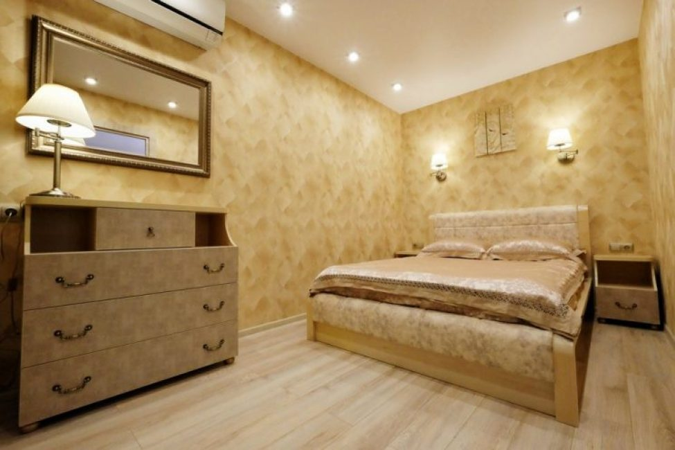 Размер спальни позволил вместить только самое необходимое