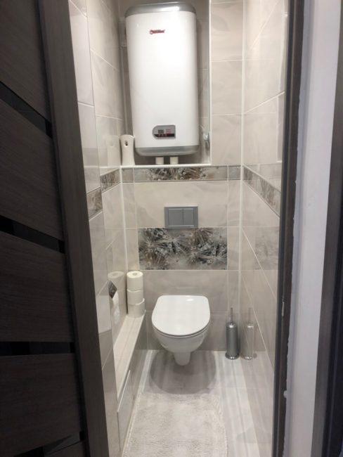 А вот и новый туалет с таким же кафелем, как и в ванной комнате