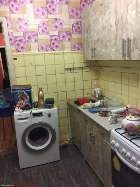"""До ремонта кухня выглядела как """"сборная солянка"""". Мебель, пол, стены не сочетались друг с другом"""