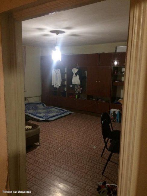 Зал не мог похвастаться ни ремонтом, ни пристойной мебелью