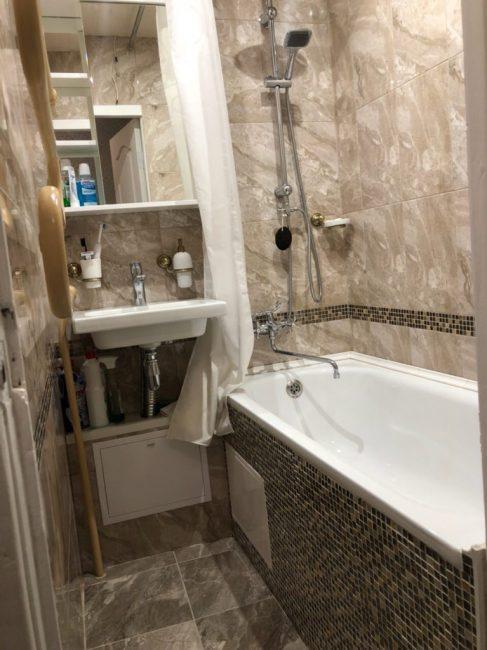 Место в ванной минимум, поэтому пришлось буквально втискивать все необходимое