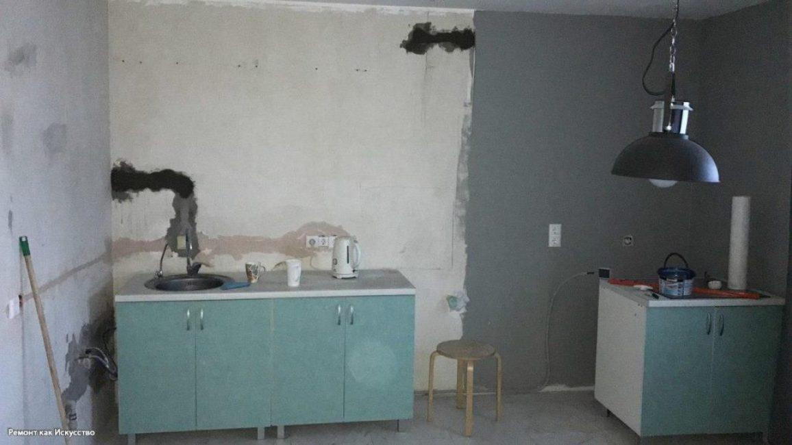На все стены нанесли серую штукатурку