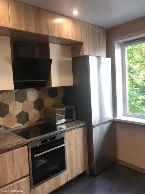 Готовая кухня выглядит стильно, несмотря на то, что кухонный гарнитур стоит недорого