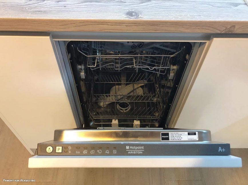 Одним из приобретений на кухню стала главная помощница хозяйки — посудомоечная машина