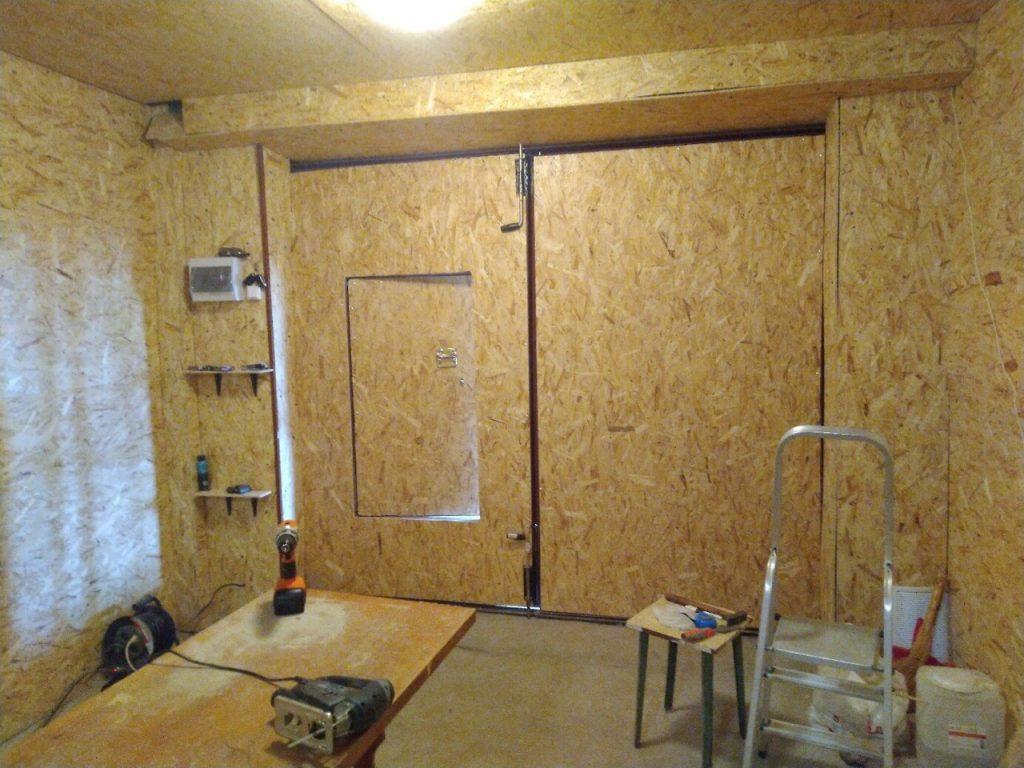 Автолюбитель навел порядок в гараже и сделал себе рабочее место. Фото До/После