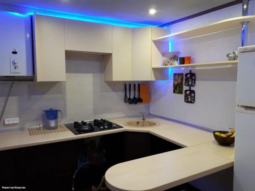 Вот так сейчас выглядит кухня, над которой трудился 19-летний умелец