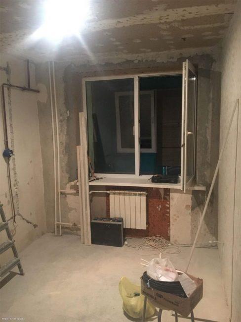 И вот начался грандиозный ремонт. Всю старую отделку убрали, стены выровняли
