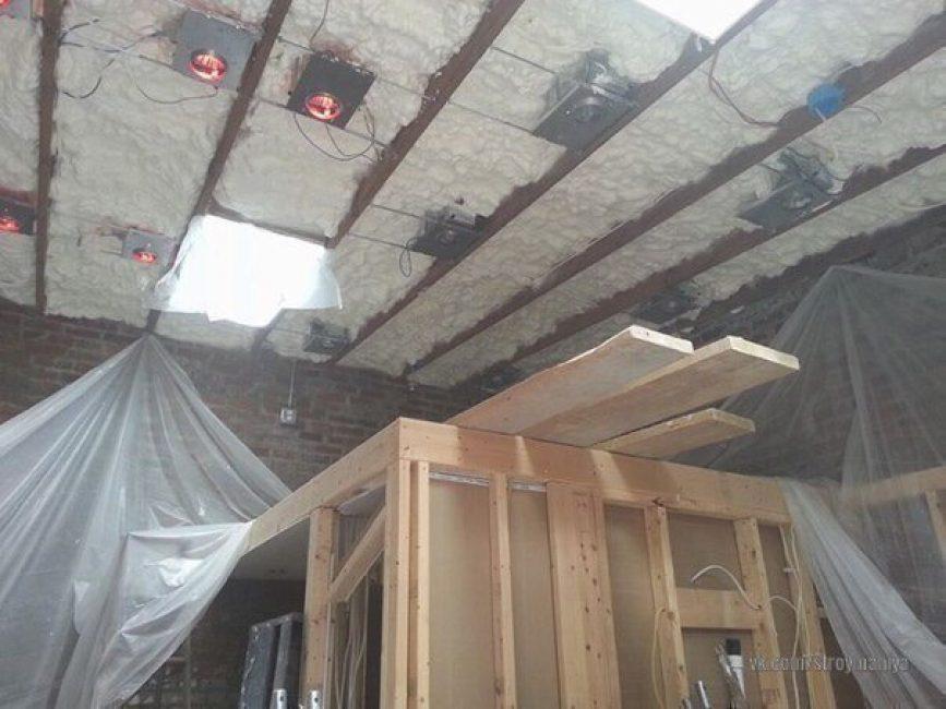 Затем начались работы по утеплению и проводки электричества и освещения.