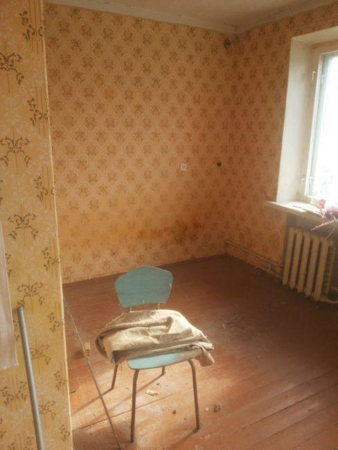 Так до ремонта выглядела спальня. Пришлось переделывать абсолютно все, ломать стены и ровнять полы.