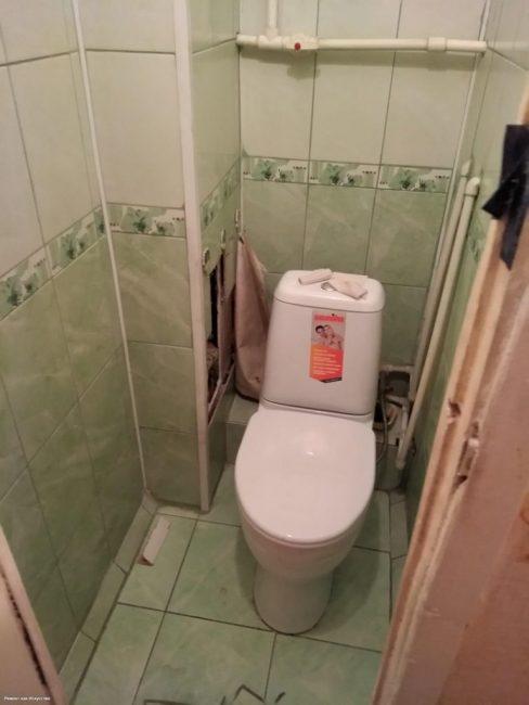 До ремонта в туалете был дизайн в духе 90-х годов
