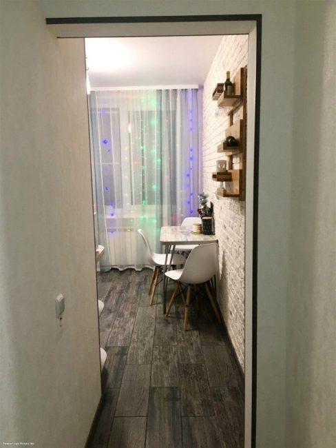 Теперь кухня и коридор выглядят кардинально по-другому