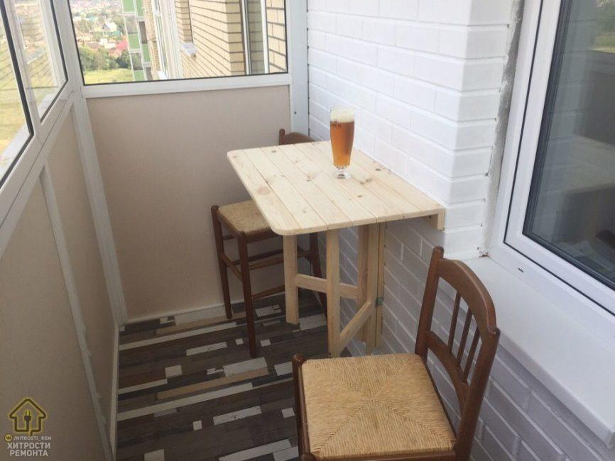 Так столик выглядит в открытом виде