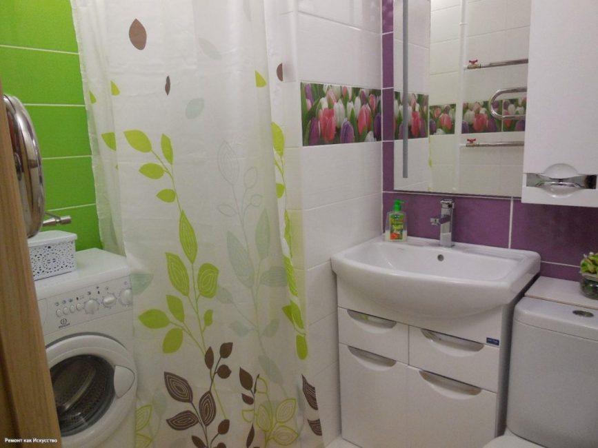 Ванная комната получилась очень яркой. Надеемся, такие цвета не будут раздражать после нескольких месяцев