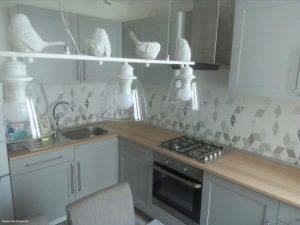 Мужчина сделал шикарный ремонт на кухне, только обои подвели. Фото До/После