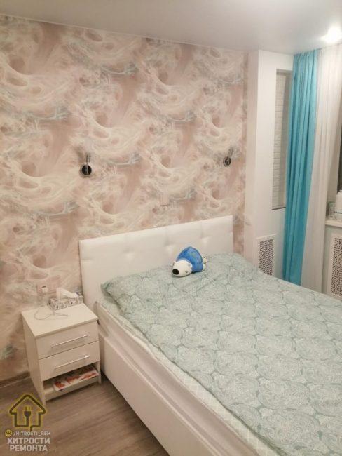 Интерьер получился очень светлым и комфортным. Странно, почему хозяева решили приобрести полуторную кровать вместо двуспальной.