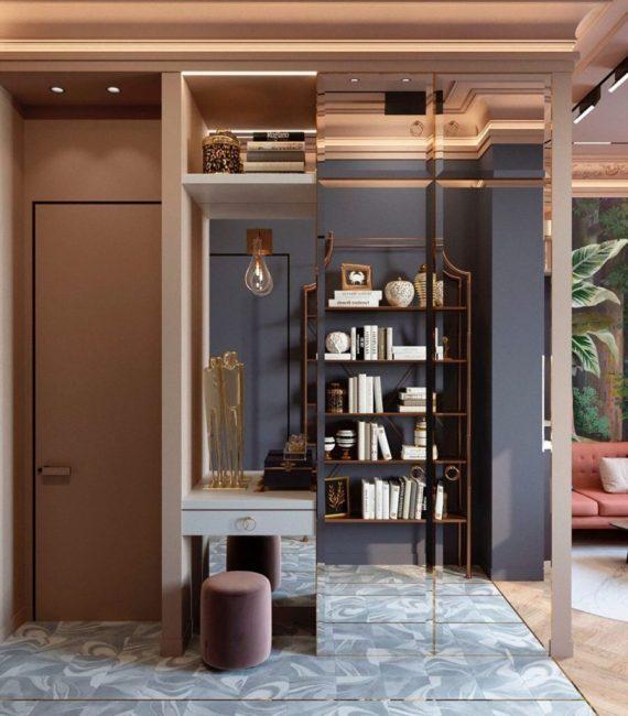При входе поставили шкаф-купе с зеркальными дверцами. Это очень удобно, ведь не нужно вешать дополнительное зеркало в полный рост.