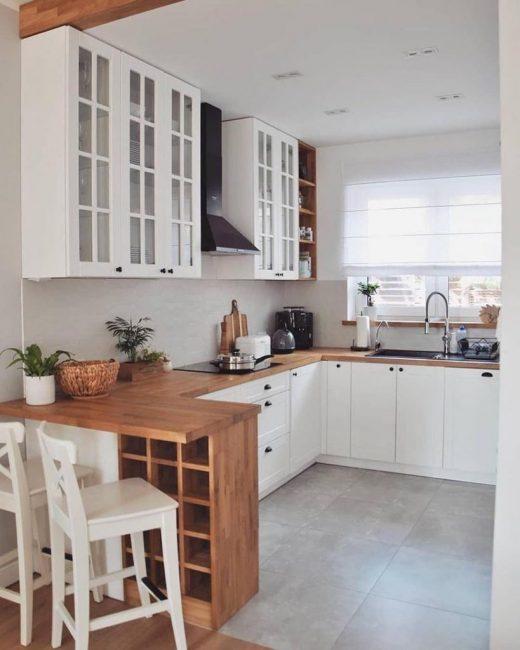 Кухня выполнена в классическом скандинавском стиле, который можно воплотить на любой территории.
