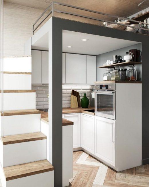 Под спальной зоной расположилась небольшая кухонька. Сюда поместился даже духовой шкаф.