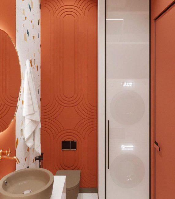 Ванная комната оформлена в сочном, ярком и смелом коралловом цвете. Раковина и унитаз необычного кофейного оттенка.