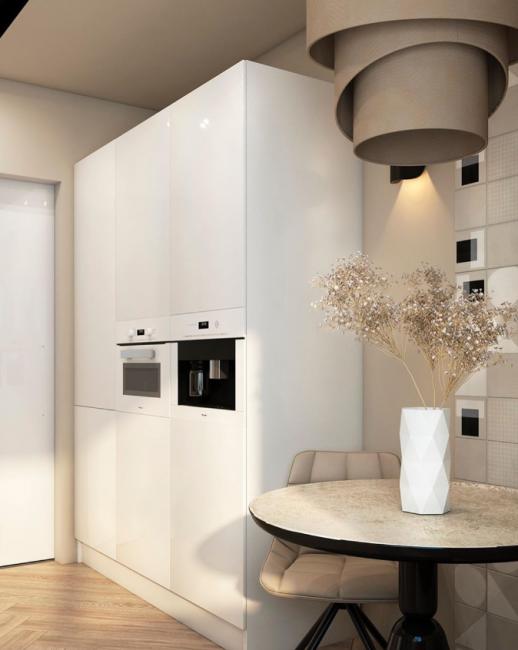 Практически вся техника — встроенная. Холодильник надежно спрятан от посторонних глаз за белыми глянцевыми фасадами.