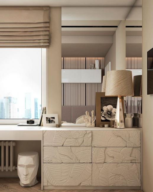 Чтобы сэкономить свободное пространство, рабочее место оборудовали у окна. Письменным столом служит широкий подоконник.