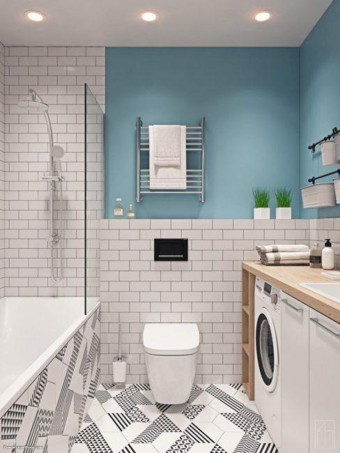 Ванную сделали в тех же тонах, что и спальню. Даже стены покрасили в такой же голубой оттенок. Здесь есть полноценная ванна, подвесной унитаз, стиральная машинка и многое другое.