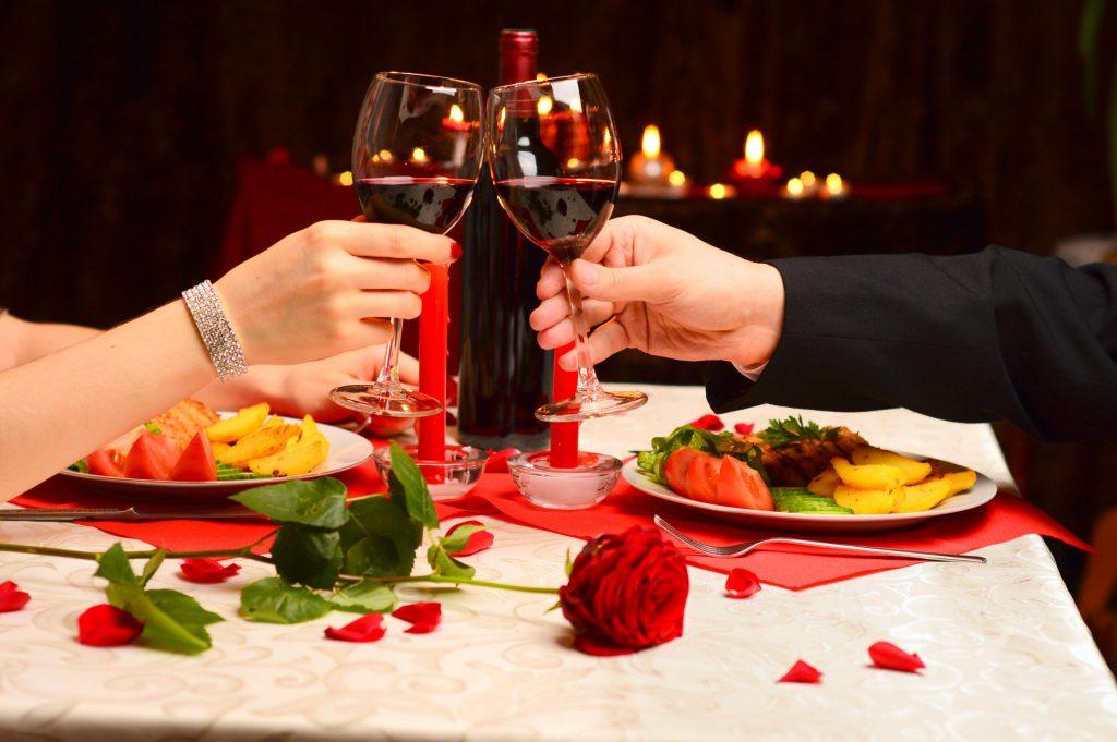 Один из самых популярных подарков — ужин на двоих