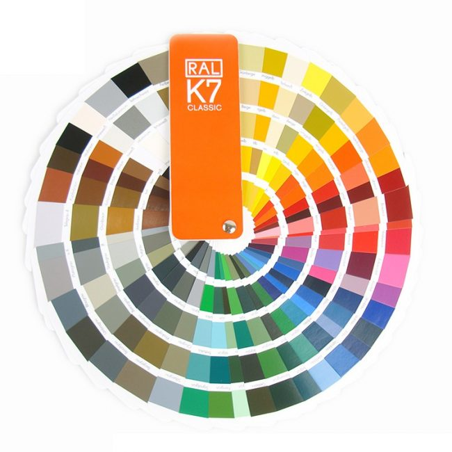 широкий выбор расцветок и фактур. Благодаря этому можно подобрать идеальное полотно для любого дизайна интерьера;