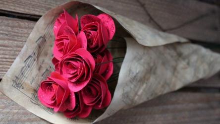 Как сделать розы из бумаги своими руками: Пошаговая инструкция для начинающих (+190 Фото)