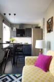 Яркая планировка кухни-гостиной в хрущевке на 30 кв. м.