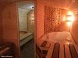 Мужчина своими руками превратил старую железную будку в сауну с джакузи. Фото До/После