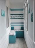 Женщина сделала ремонт на лоджии и сама расписала стены бирюзовой краской. Фото До/После