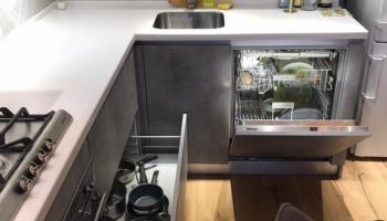 Молодая семья умудрилась своими силами сделать перепланировку и дизайнерский ремонт в кухне. Фото До/После