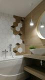 Парень с друзьями сделал ремонт в ванной в скандинавском стиле. Фото До/После