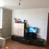 Семья сделала простой и доступный ремонт студии с зонированием. Фото До/После