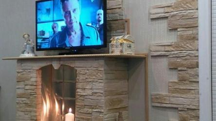 Муж решил выложить декоративный камин в гостиной своими руками. Фото До/После