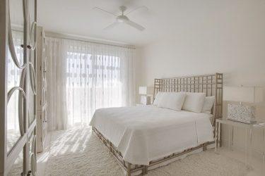 Дизайн спальни в современном стиле (125+ Фото) — Белые шторы/обои/шкаф. Как не переборщить с выбором?