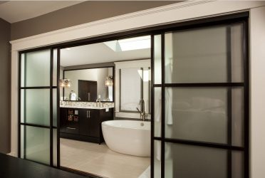 Двери с Зеркалом: 125+ (Фото) входных и межкомнатных в интерьере (пластиковые, металлические, деревянные, купе)