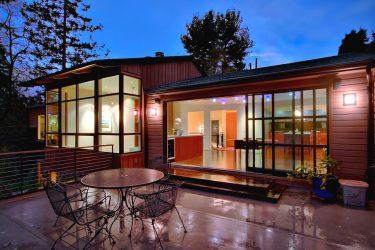 Двери со стеклянными вставками: 180+ (Фото) пластиковых, деревянных и алюминиевых вариантов (входные, межкомнатные, купе)