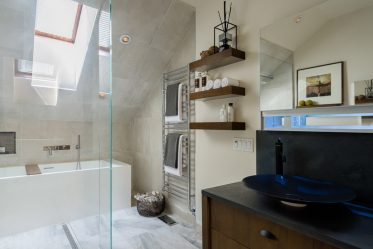Какие Двери в туалет и ванную Лучше? 170 Вариантов для Вашего выбора (стеклянные, пластиковые, раздвижные)