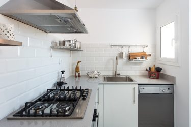 Куда поставить холодильник, если кухня маленькая? Учимся экономить пространство: 120+ Фото расположений в дизайне